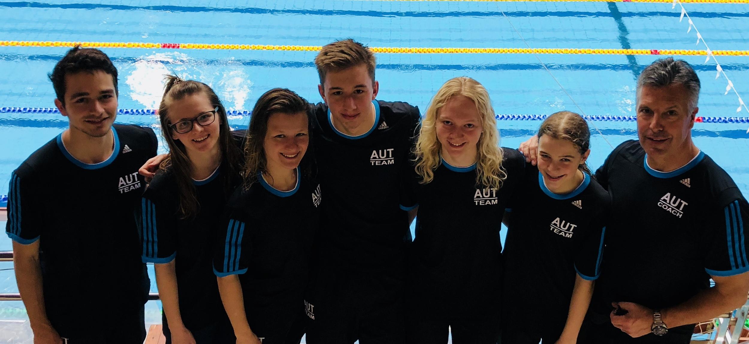 Mannschaft Flossenschwimmen
